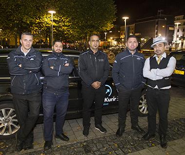Mario Filipovic (t v) och ett gäng taxiförare utanför Knutpunkten i Helsingborg