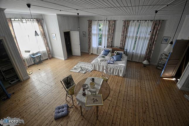 Vardagsrum i övergivet 1800-talshus