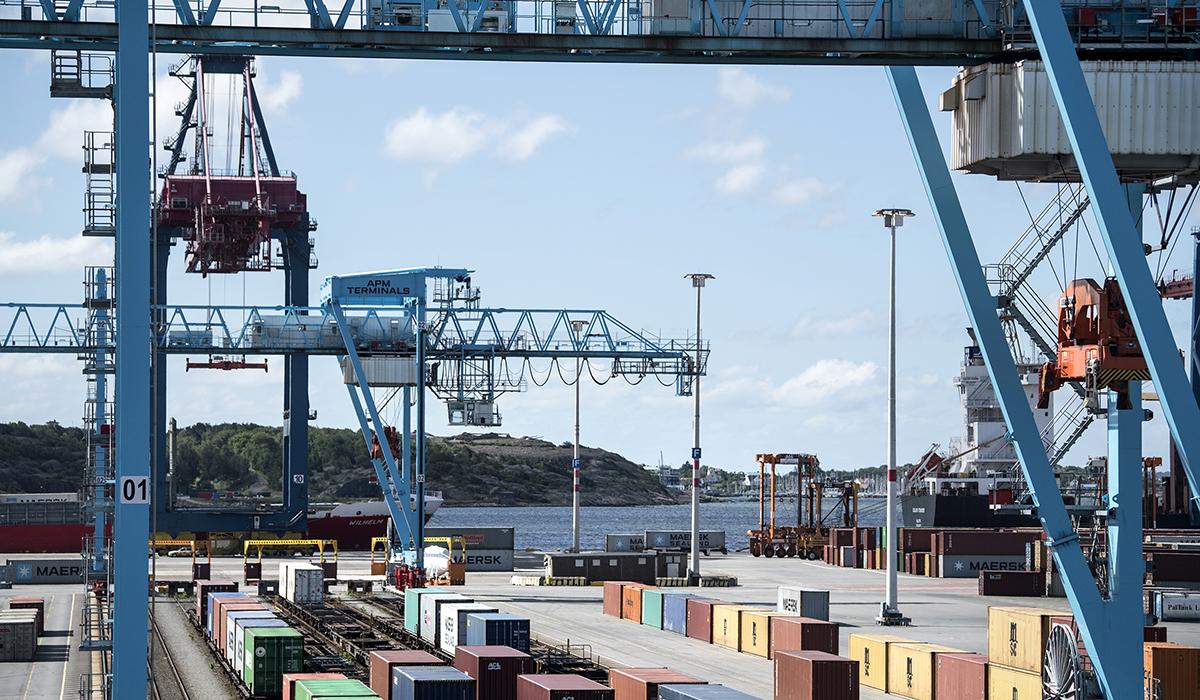 I juni 2017 varslar APM Terminals 160 tjänster vid containerhamnen i Göteborg. Varslet sades bero på minskade volymer på grund av den segdragna fackliga konflikten i Göteborgs hamn.