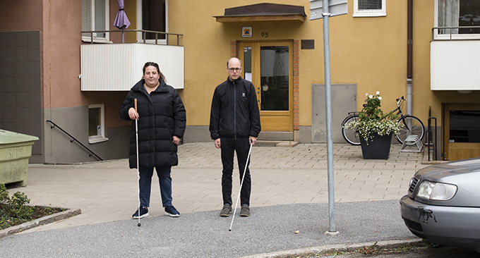 synskadade färdtjänstresenärerna Marie Bergström och Jens Eriksson