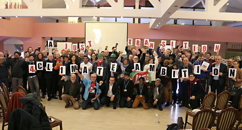 Gruppfoto från klimatkonferensen i Katowice.