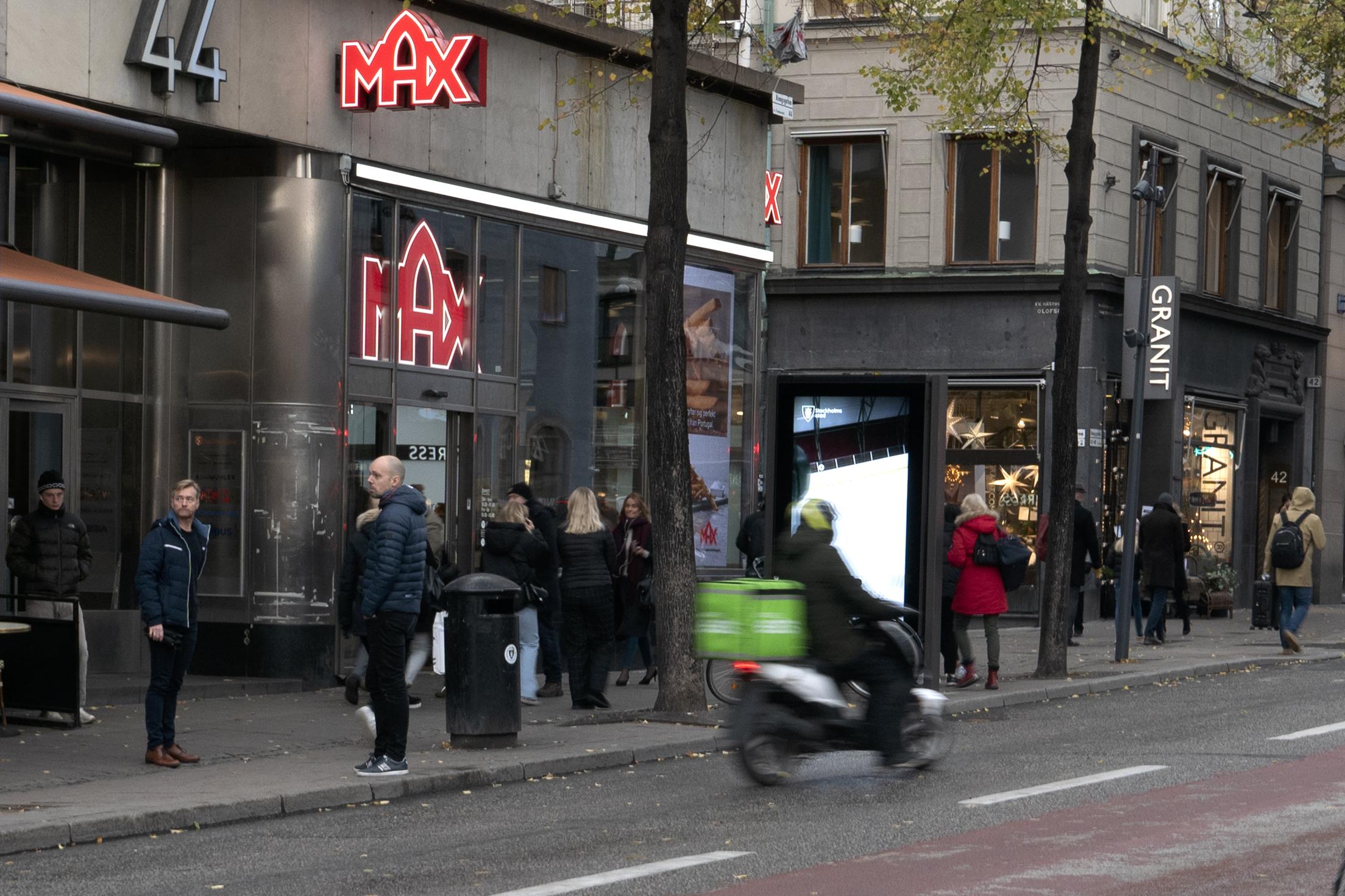 Uber Eat-moppe i Stockholmstrafiken.