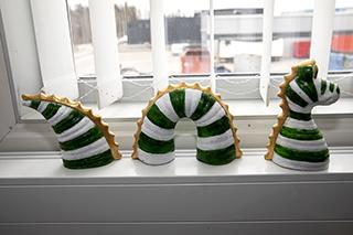 Fönsterdrake smyckad i Hammarbys färger.