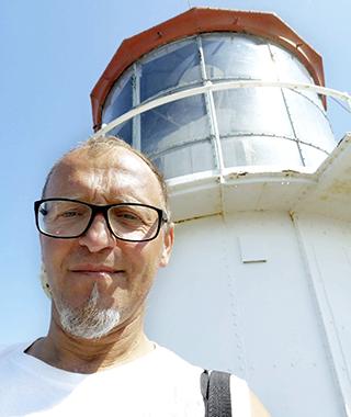 """""""Mitt liv var först dåligt i Sverige, nu har det vänt 180 grader. Jag kan ta semester, leka med barnbarnen och renovera vårt hus"""", säger 53-åriga Bogdan Sapek."""