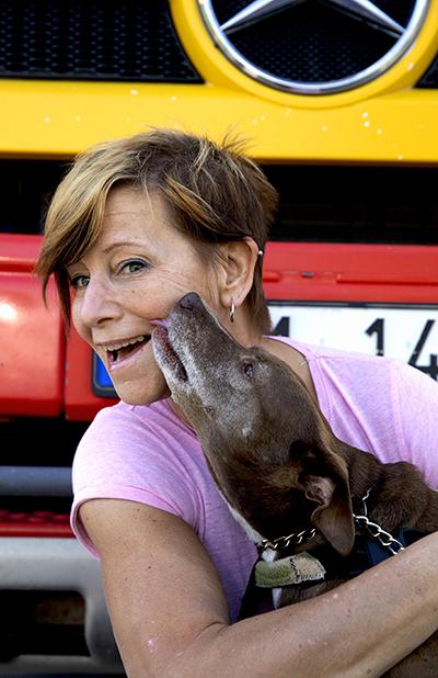 Sari Engelhardt Hammer och spanska hittehunden Axar